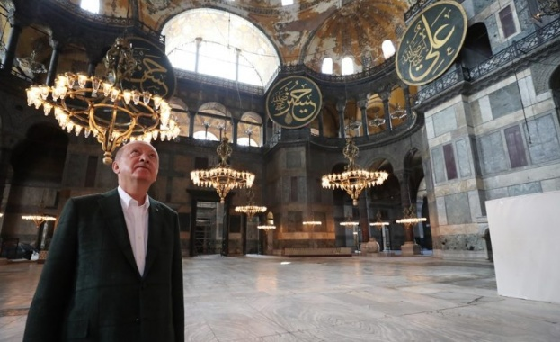 "Турският президент Реджеп Ердоган посети храма ""Света София"", който ще"