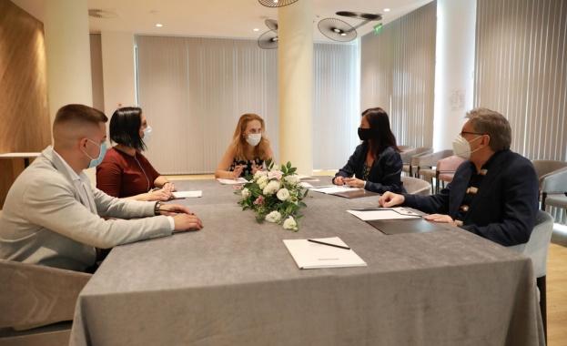 Вицепремиерът Марияна Николова, която пое и поста министър на туризма
