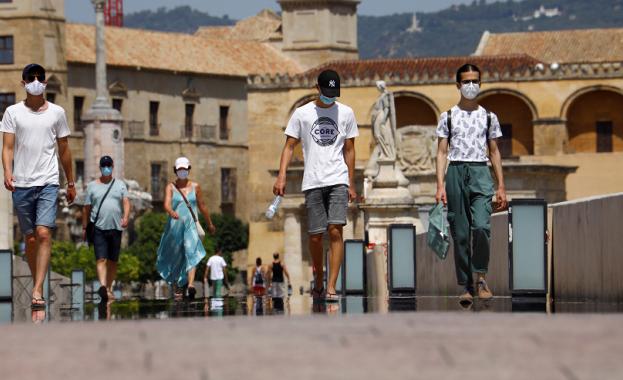 Продължават опитите на испанските власти да спасят туристическия сезон от