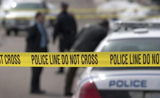 Тринадесет души бяха ранени, когато автомобил се вряза в тълпа