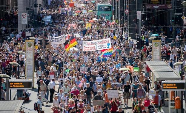 Хиляди протестират в Берлин срещу корона-ограниченията