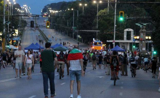 В 26-ия пореден ден на антиправителствени протести в София три