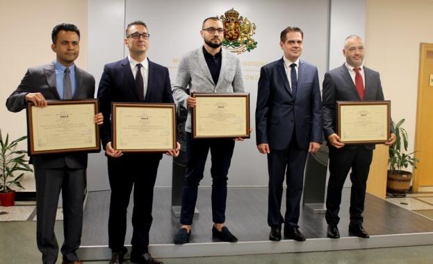 Министърът на икономиката Лъчезар Борисов връчи четири сертификата за инвестиции