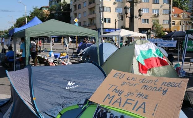 От седмици има масови протести срещу българското правителство. Средствата от