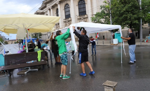 На 28-я ден от антиправителствените протести палатковите лагери в София