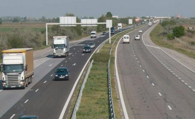 Временно е ограничено движението в двете посоки от пътен възел