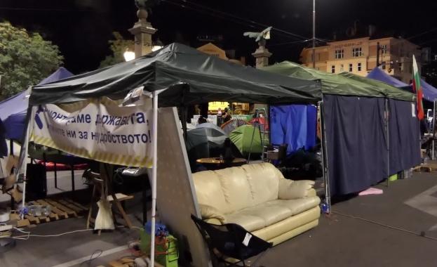 Гражданите на София са вече четири седмици на улиците. Те