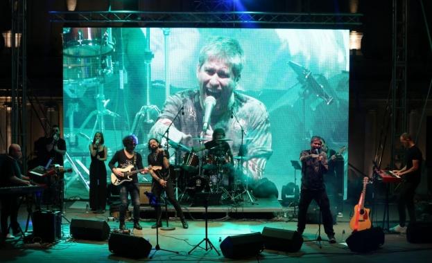 Празник на хубавия рокендрол се състоя на сцената на Античния