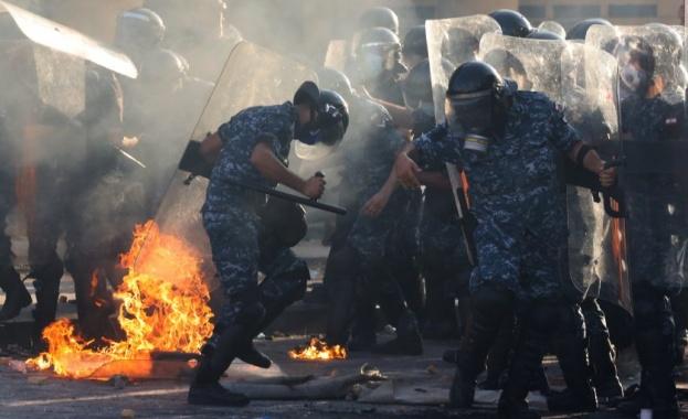 Най-малко 728 души са били ранени по време на антиправителствените