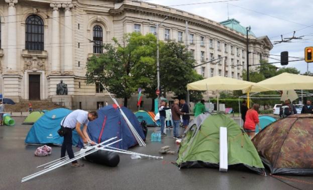 Във втория си месец навлизат протестите срещу правителството и главния