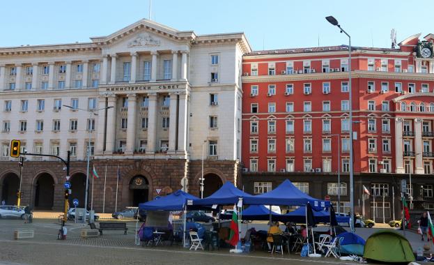 Протестиращите пред Ректората преместиха палатките си пред Министерския съвет -