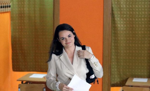 Лидерът на беларуската опозиция Светлана Тихановска е в безопасност и