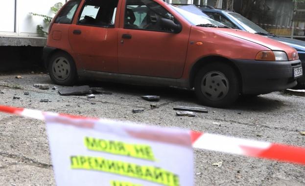 Плоча от облицовката на сградата на НАП в София на