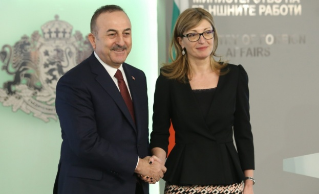 Министърът на външните работи на Турция Мевлют Чавушоглу проведе телефонни