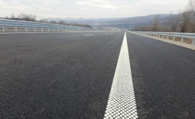 Ремонтират пътя Кресна - Сандански