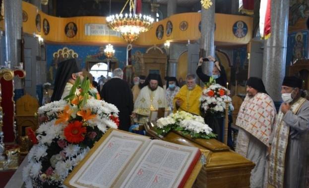 Опелото и погребението на Негово Високопреосвещенство Доростолския митрополит Амвросий бяха