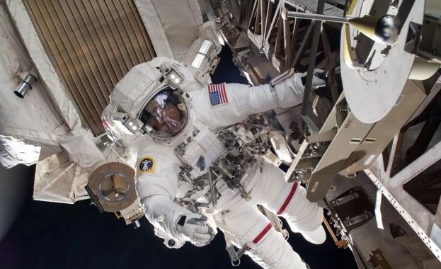 """НАСА сключи договор с """"Есте Лаудер"""" за реклами от борда на МКС"""