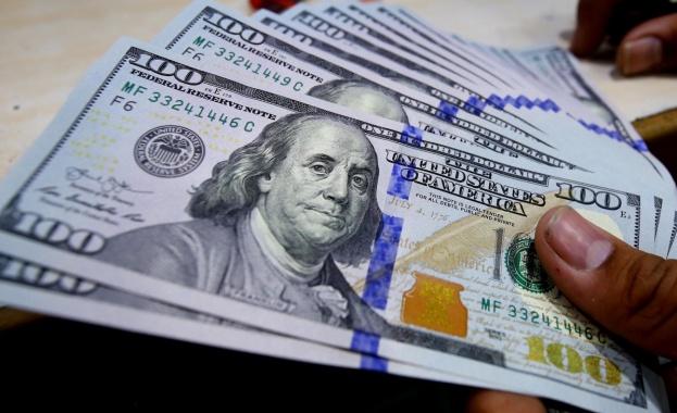 Бандата за фалшиви пари напечатала стотици хиляди долари и евро