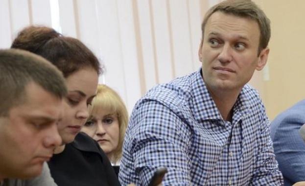 Навални е бил отровен от бутилка с вода в хотелска стая, а не на летището