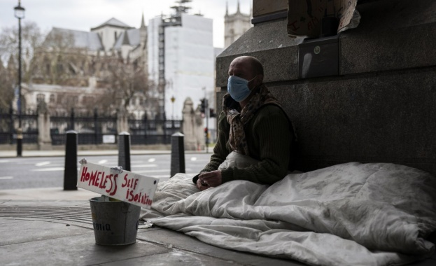 Бездомни източноевропейци наводниха най-скъпите лондонски улици, като спят върху картон