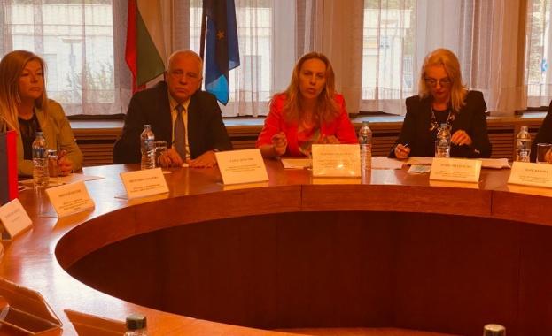 Вицепремиерът Николова пред туроператори в Москва: Надявам се скоро да възстановим въздушните връзки