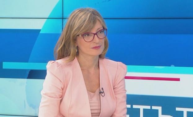 Екатерина Захариева: Българските граждани в чужбина могат да подават онлайн заявления за лични документи