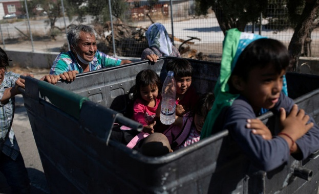 Пожарът на Лесбос изправи Европа пред хуманитарна криза