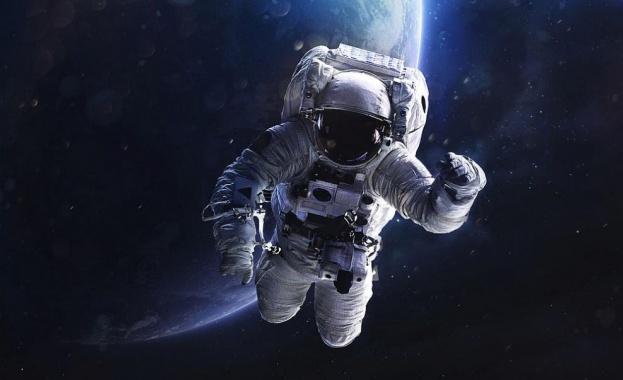 Четирима астронавти от МКС се върнаха успешно на Земята