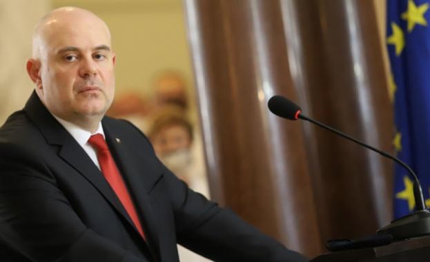 ЕК пита Гешев дали разследва Барселонагейт и записите на Борисов
