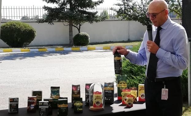 """Заводът на """"Нова Бразилия"""" в Костинброд запечата своята 500 млн. опаковка"""