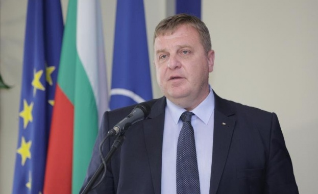 Красимир Каракачанов: Бойната ни авиация започна да се изправя на крака