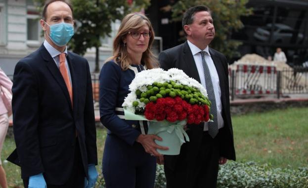 Министърът на външните работи на Република България Екатерина Захариева положи