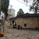 Да дойдат по-добри времена, се помолиха миряни от цялата страна в Троянския манастир