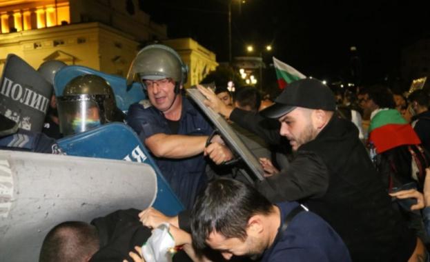 Сблъсъци между полиция и демонстранти имаше в 76-ата вечер на