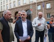 """""""Отровното трио"""": Главният прокурор се шири в 1 дка жилище за над четвърт милион"""