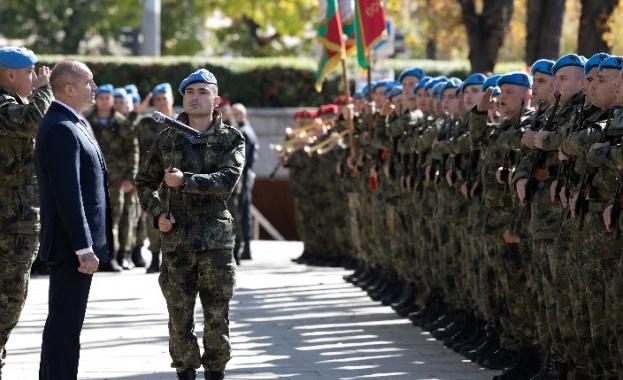 Президентът Румен Радев участва в честването на Деня на военния парашутист от Българската армия