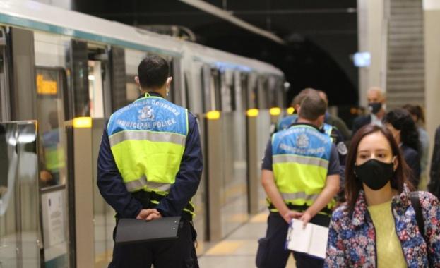 Полицай удари 16-годишен ученик заради липса на предпазна маска в метрото
