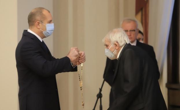 Румен Радев връчи държавни отличия на изтъкнати българи за значимите
