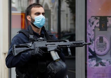 Три жертви на атака с нож в Ница, жена е била обезглавена