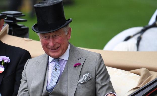Принц Чарлз изчаква реда си, за да се ваксинира срещу COVID-19