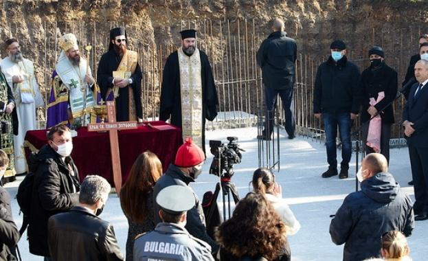 Президентът и вицепрезидентът присъстваха на ритуала по полагане на основния