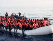 Френски кораб извади 45 мигранти от Ламанша