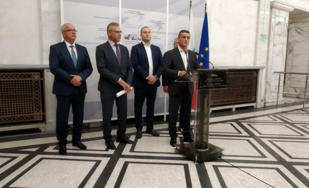 Независимите леви депутати поискаха банкова ваканция заради коронавируса