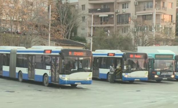 На пореден протест излязоха кондукторите от градския транспорт във Варна.