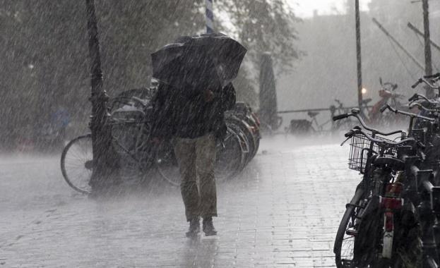 Бурята Бела (Bella) донесе силни дъждове и ветрове с пориви