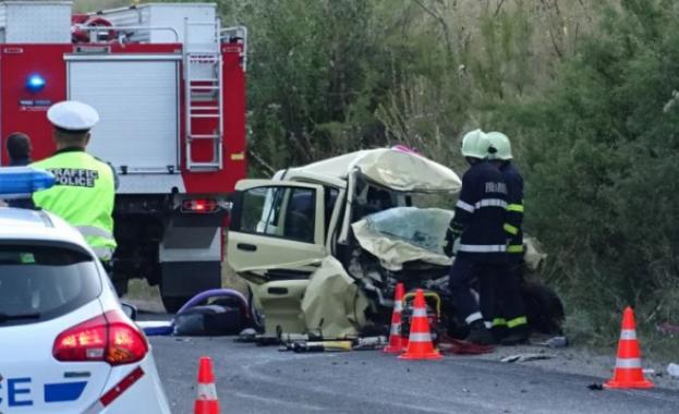 Шофьор загина след челен сблъсък на пътя между Карлово и