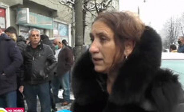 Мълчалив протест в Мездра. Близки и роднини на починалото 8-годишно