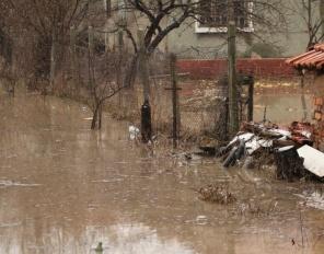 Поройни дъждове и бедствено положение в половин България