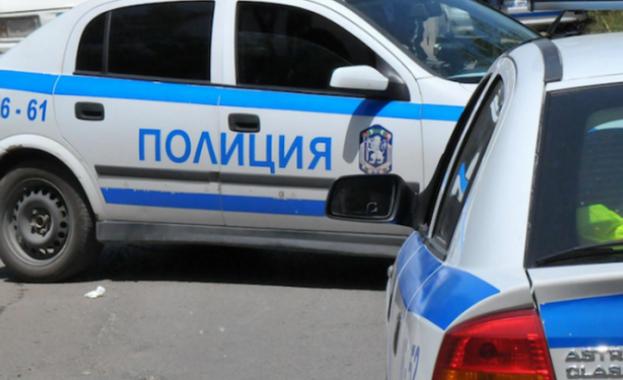 Екшън в Мездра: 70 души щурмуваха къщата, в която почина дете