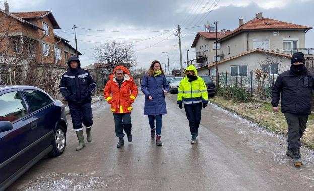 Кметът Фандъкова провери работата на аварийните екипи в засегнатите от